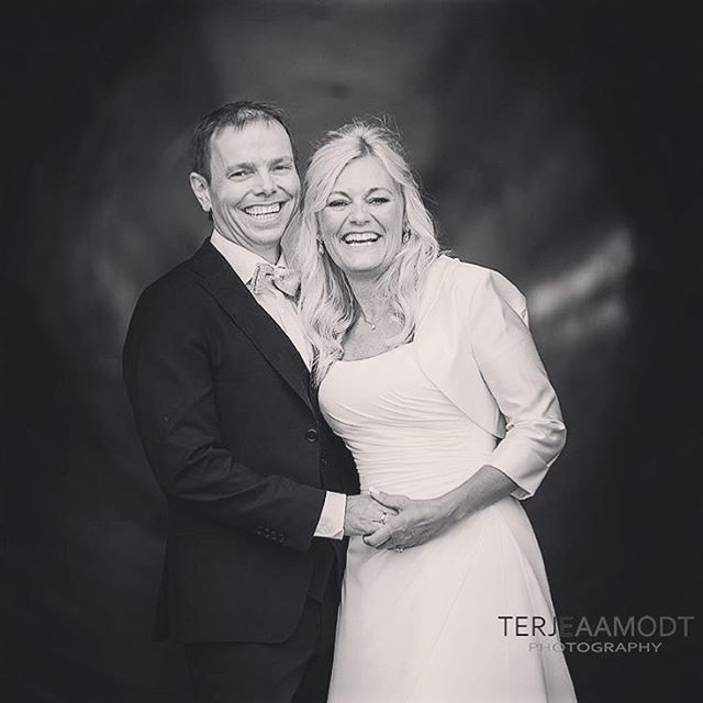 A moment of laugther from @terjeaamodt.weddings