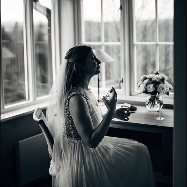 Almost ready photo by the amazing @monamoe_com venue: @lysebu dress: @jennypackham @jennypackhambridal hair @gevieger